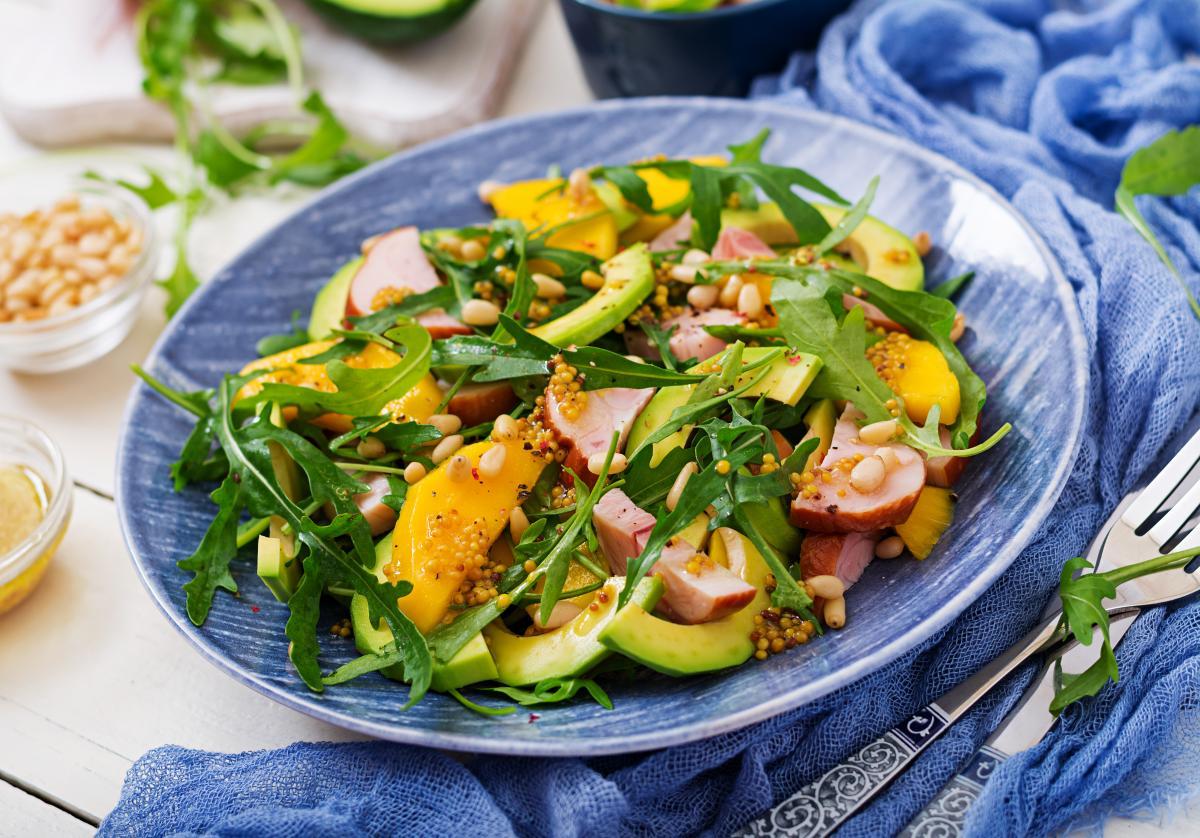 Салат с копченой курицей рецепт - как приготовить салат с ...