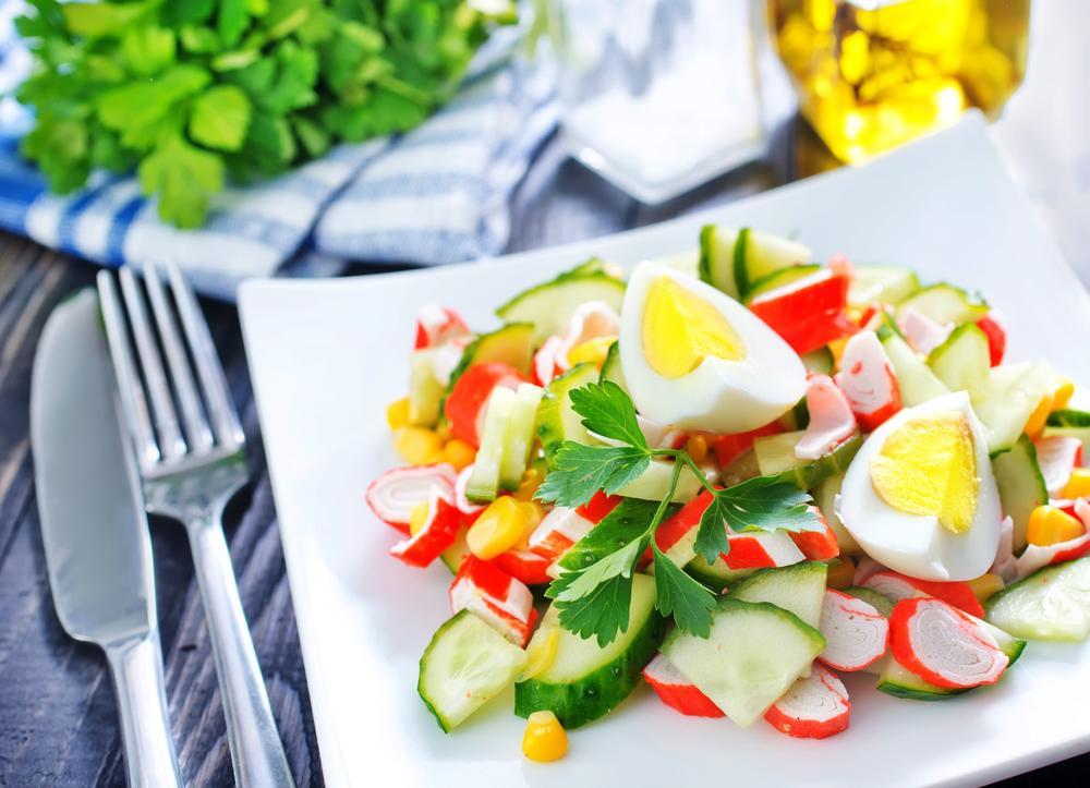 Рецепты салатов с крабовыми палочками. Праздничные ...