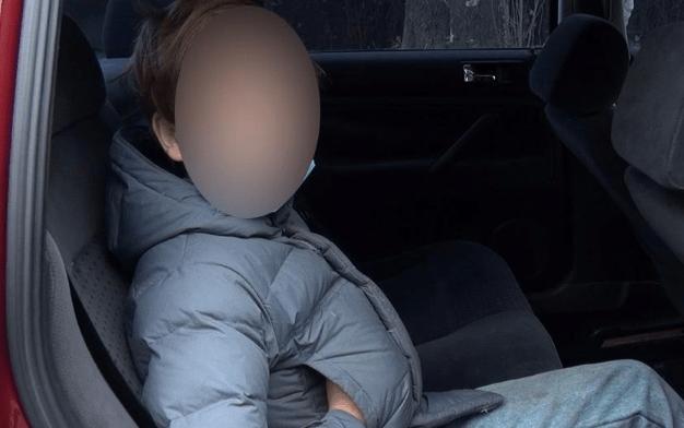 Женщина продала сына попрошайкам/ фото zp.npu.gov.ua