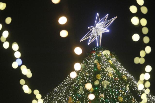 Капелюх на ялинці на Софійській замінила традиційна зірка / фото УНІАН (Борис Корпусенко)
