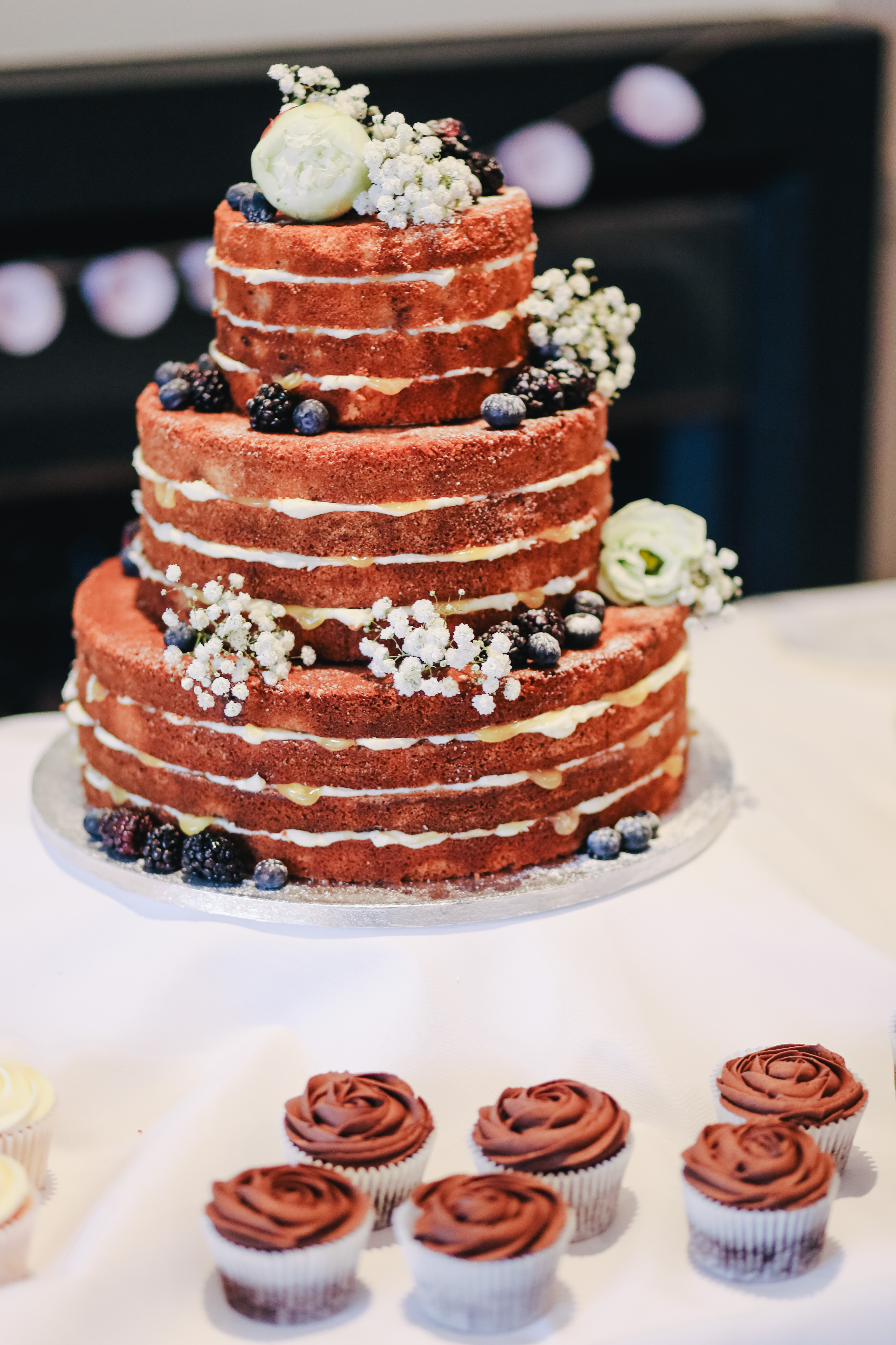 100  Wedding Cake Pictures   Download Free Images on Unsplash icing covered cake beside cupcakes