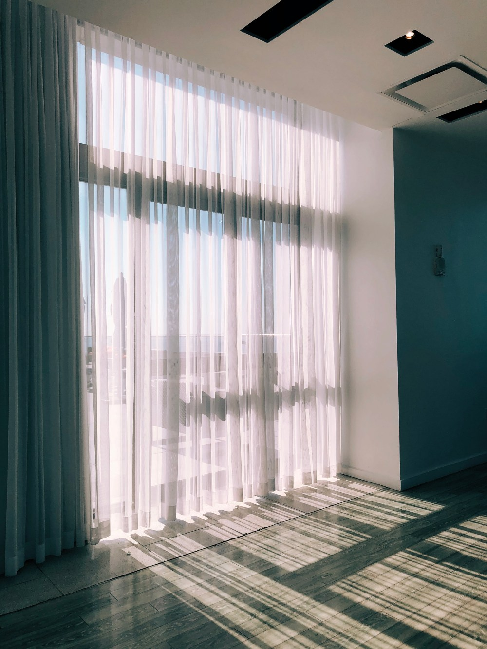 27 Curtain Pictures Download Free Images On Unsplash
