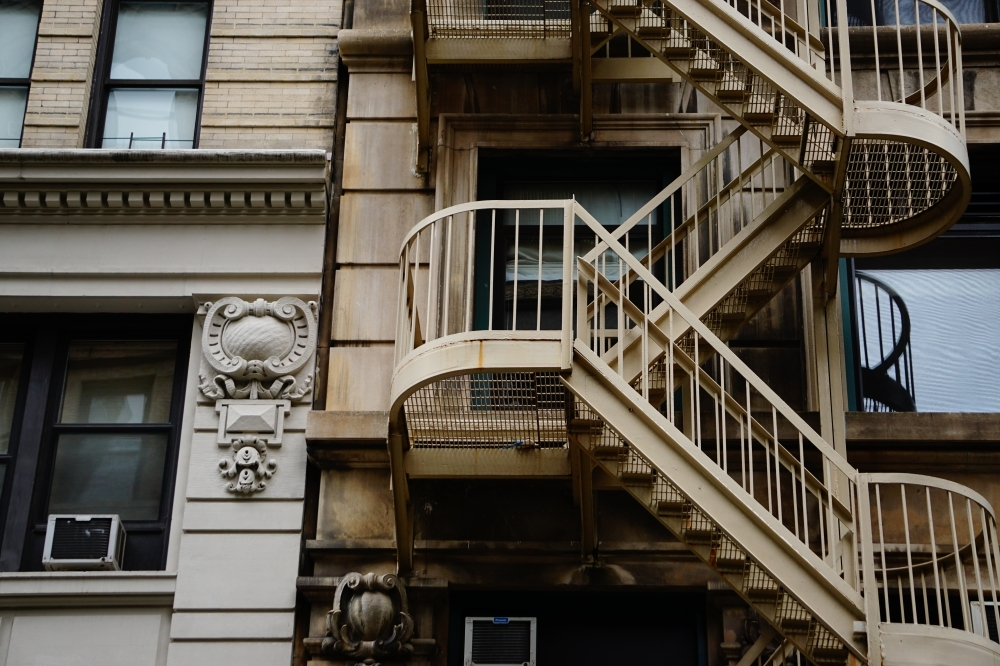 Brown Concrete Building With Metal Stairs Photo – Free Banister | Building A Handrail For Concrete Stairs | Steel Handrail | Brick | Deck Railing | Outdoor Stair | Precast Concrete