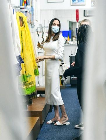 Angelina Jolie con l'ex Jonny Lee Miller e gli altri gossip del weekend