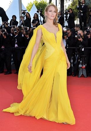 Risultati immagini per abito giallo red carpet