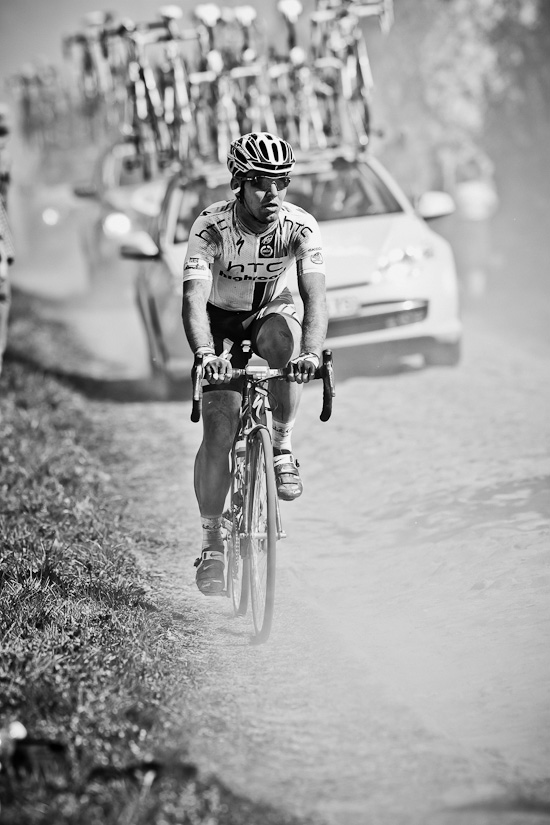 Mark Cavendish strangely isolated in the dust