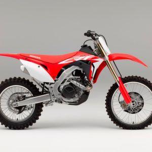 Honda stellte vor einem Jahr den rundum neu konstruierten Motocrosser CRF 450 R vor. Jetzt der Rückruf.