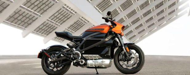 Das Livewire genannte Bike beschleunigt demnach in weniger als 3,5 Sekunden aus dem Stand auf 60 Meilen pro Stunde, was knapp 100 km/h entspricht.