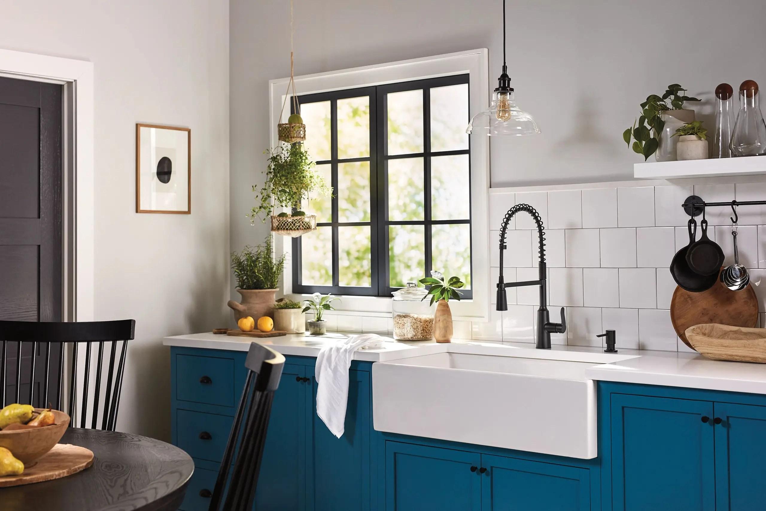 edwyn matte black one handle pre rinse spring pulldown kitchen faucet