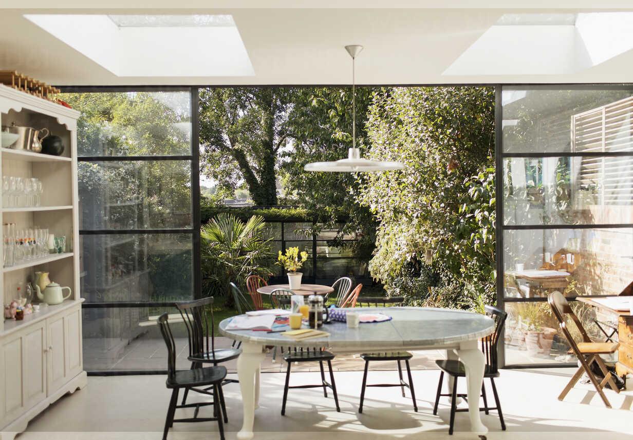 https www westend61 de en imageview caif23128 kitchen table and patio doors open to sunny garden