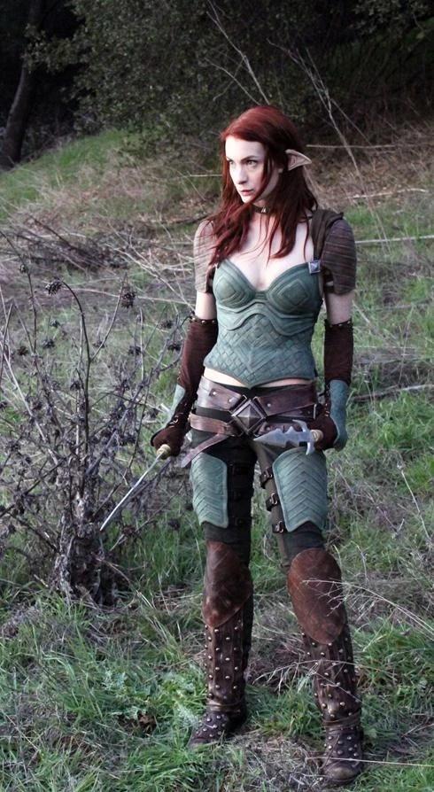 Felicia Day nei panni dell'elfa assassina Tallis