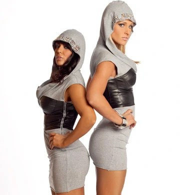 https://i1.wp.com/images.wikia.com/prowrestling/images/7/7a/LayCool.jpg?w=490