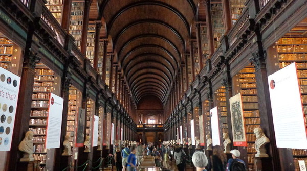 800px-Trinity_College_Library_02