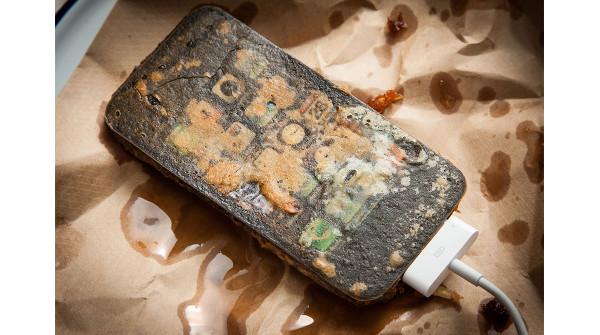 Il pezzo pregiato: un iPhone pastellato