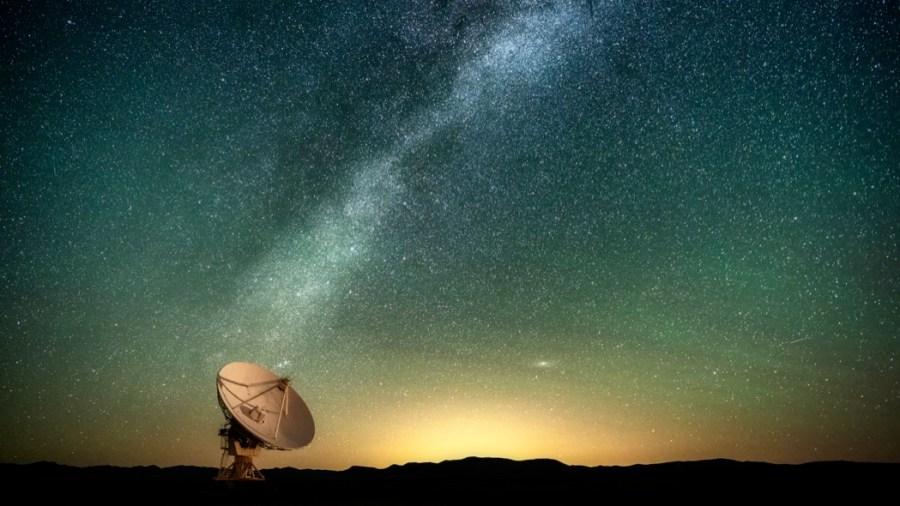 Un'antenna per ricevere comunicazioni dallo spazio (Getty Images)
