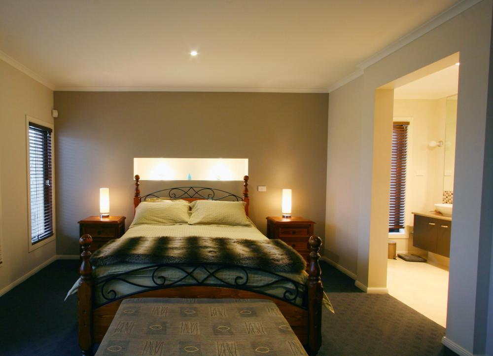 What Is An Ensuite Bedroom? (with Pictures