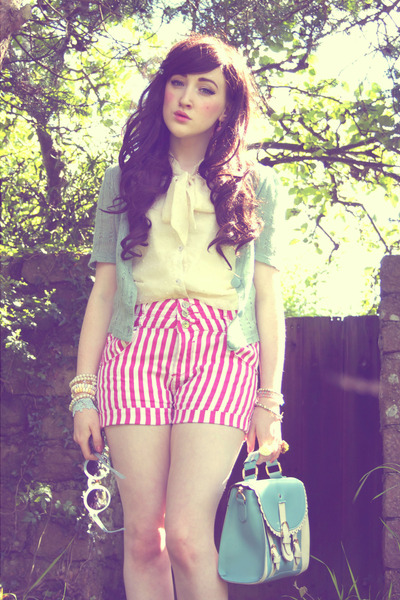Turquoise-blue-oasap-bag-bubble-gum-ax-paris-shorts_400