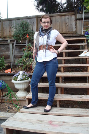 Cally Morris  ienien    Style Posts   Chictopia navy scarf   navy Jones New York glasses   navy skinny jeans pants   bronze  brai