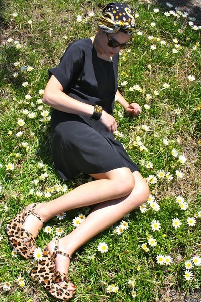 Black-silk-chloe-dress-worn-as-turban-pucci-scarf-cat-eye-celine-sunglasses-_400