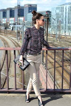 navy SANDRO top - black H&M bag - black Mango sunglasses - beige Zara pants