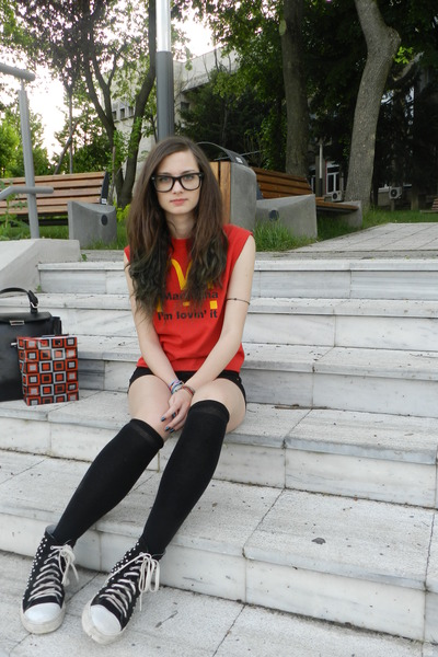 Black Picture And Shorts Red Shoes Red And Socks Shirt Red And Black