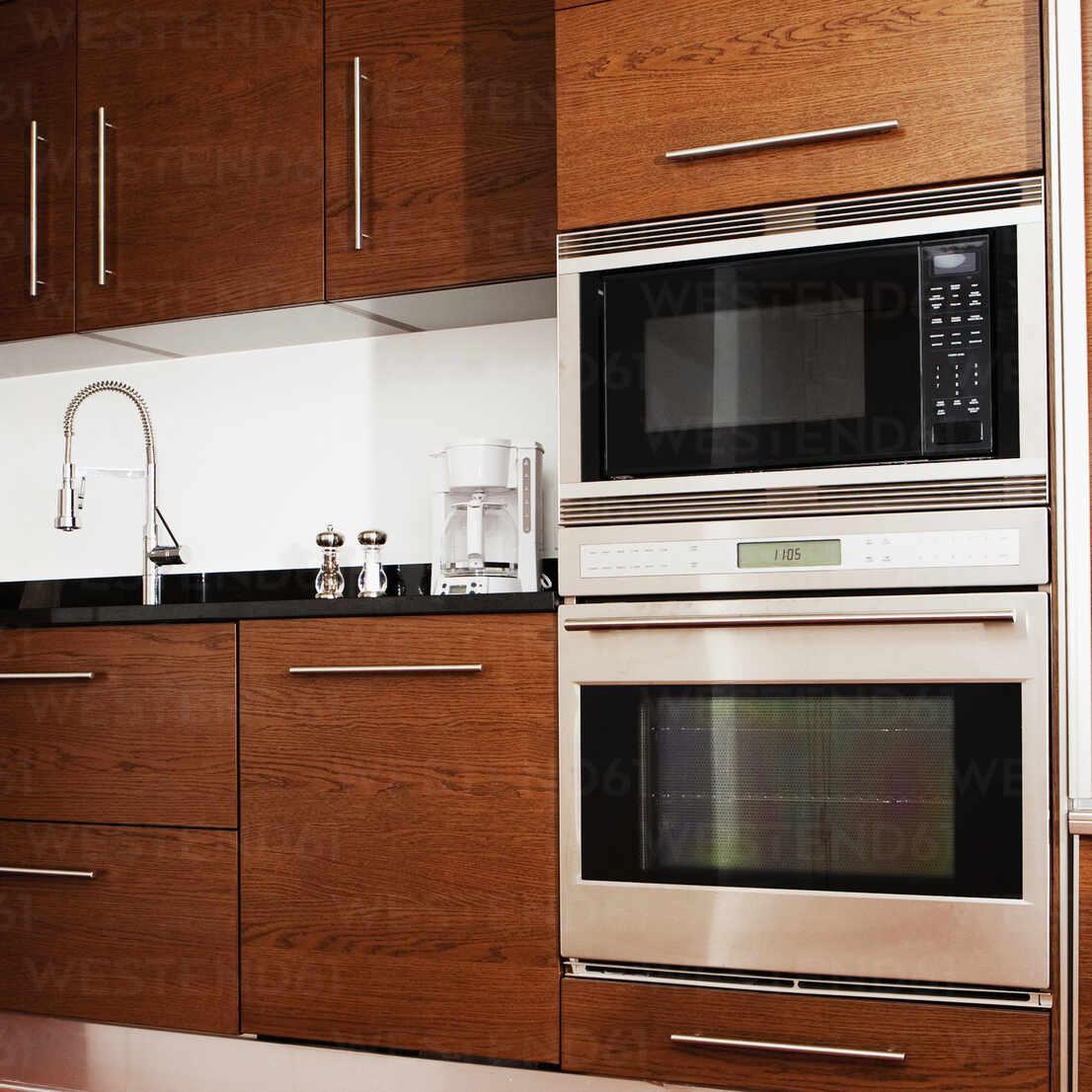 https www westend61 de en imageview blef13230 oven microwave cabinets and sink in modern kitchen