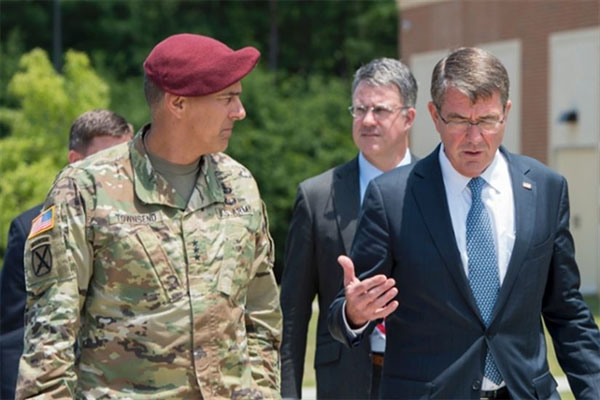 Defense Secretary Ash Carter speaks with Army Lt. Gen. Stephen J. Townsend, left, XVIII Airborne Corps commanding general, during a visit to Fort Bragg, N.C., July 27, 2016. (DoD photo by Air Force Tech. Sgt. Brigitte N. Brantley)