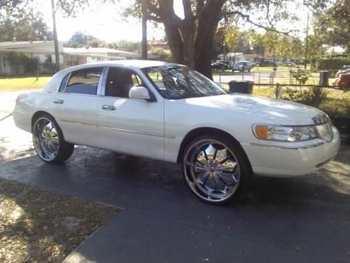 Lincoln Town Car 26s