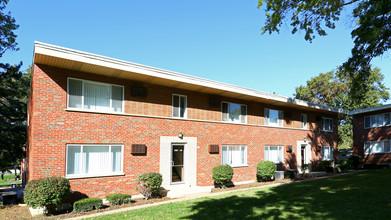 Lucas Hunt Village Apartmentsstudio 530 To 630 Building Photo