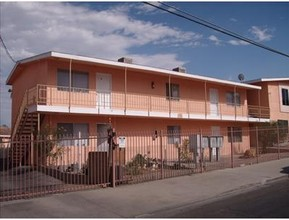 Desert Royal Apartments Barstow Ca