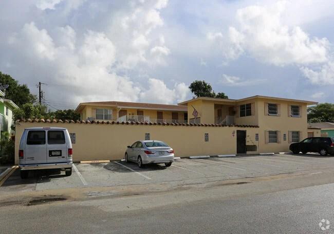 Spanish Manor Apartments - Wilton Manors, FL