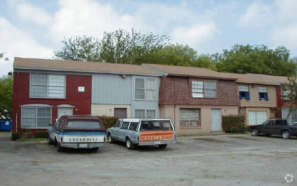 Williamsburg Townhomes Rentals Garland Tx Apartments Com