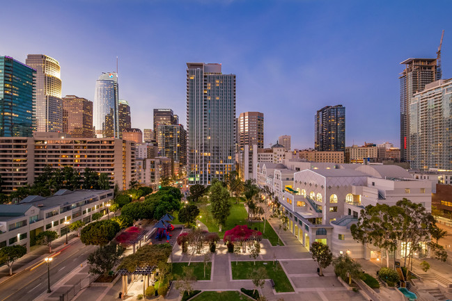 Our Community Is Located In The Dynamic South Park Neighborhood Of Los Angeles Renaissance Tower