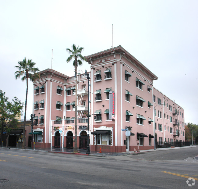 Building Photo Hollywood Hudson Apartments