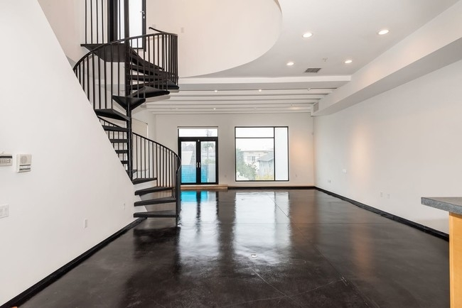 26 Horizon Ave Unit 1 2 Los Angeles Ca 90291 Apartment For | Spiral Staircase Los Angeles | Loft | Handrail | 42 Inch | Romantic | Double Spiral