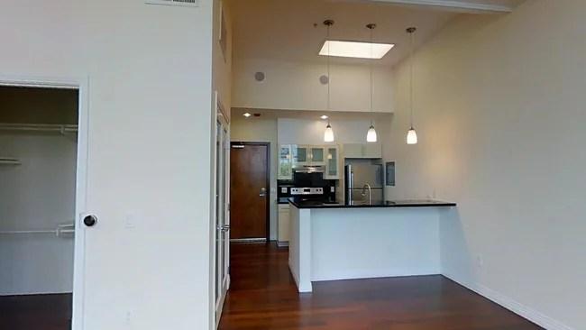Studio 650 Sf Blackstone Luxury Apartments