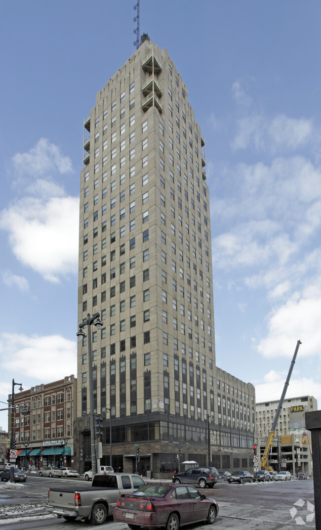 The Wisconsin Tower Rentals Milwaukee Wi Apartments Com