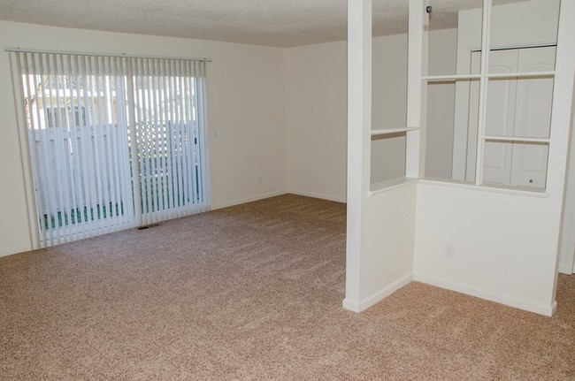 East Bay Village Apartments - Essexville, MI