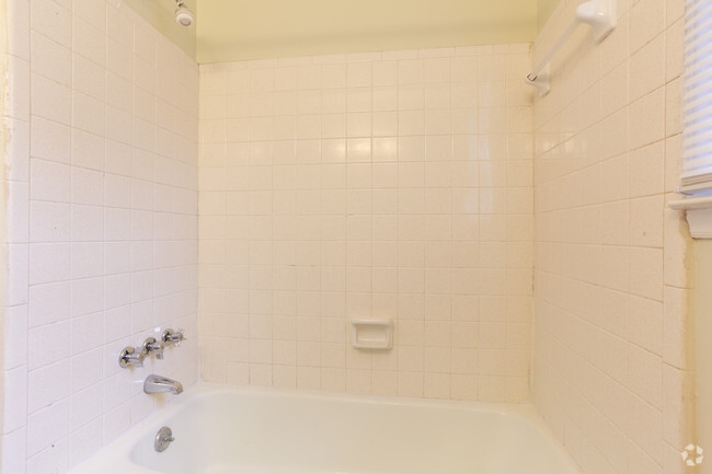 One Bedroom Bathroom Tryon Forest Apartments Tryon Forest Apartments Als Charlotte  Nc Com. One Bedroom