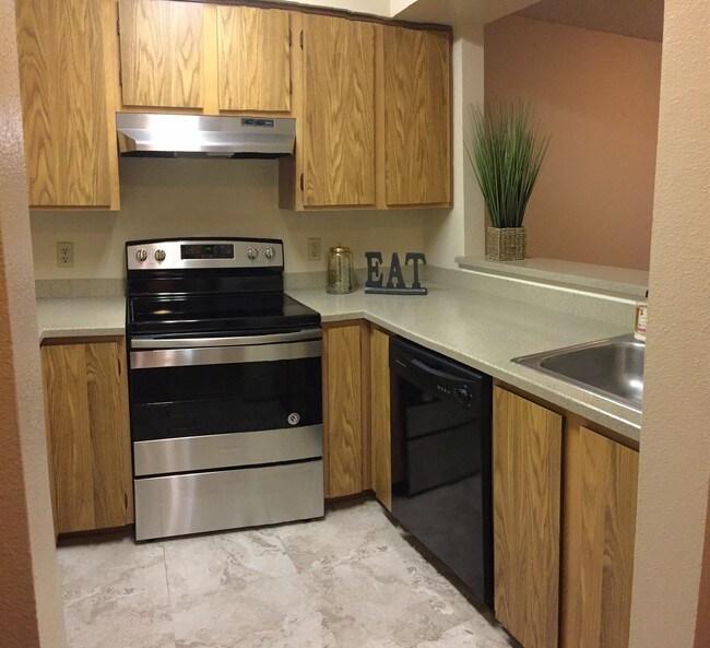 Rosecrest Apartments Apartments - Kirkland, WA ... on Rentals In Kirkland Wa id=88922