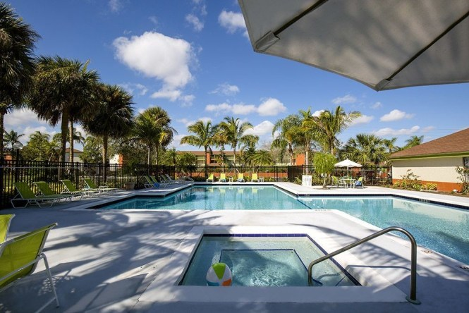 Relax In Our Pool And Hot Tub 72 West