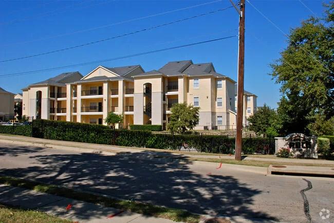 Castle Rock Apartments Denton Tx 1 Bedroom In Texas Park View