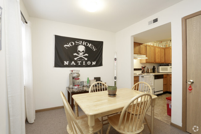 3 Bedroom Dining Room Castle On Locust Individual Leases Available Apartments