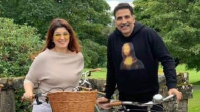 On seeing Twinkle Khanna at first sight, Akshay Kumar was heartbroken, Dimple Kapadia thought the actor was 'gay'