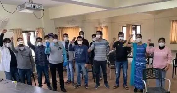 चम्पावत में डॉक्टरों ने किया बाबा रामदेव के खिलाफ प्रदर्शन