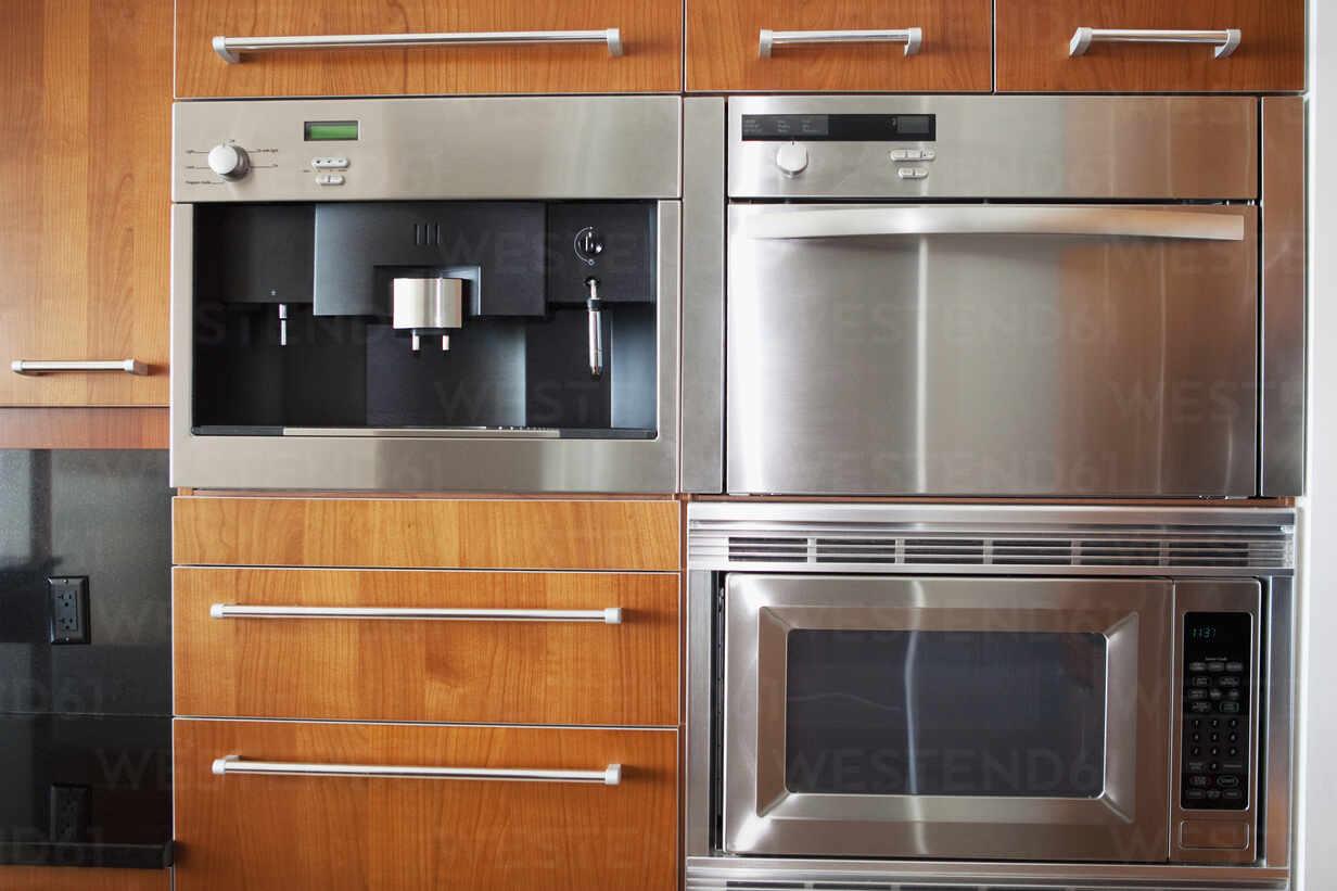 https www westend61 de en imageview blef13255 ovens microwave and cabinets in modern kitchen