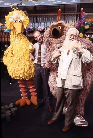 Big Bird, director Helmut Hermann, Samson and Kermit Love.
