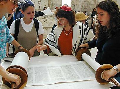 Lecture de la torah par des femmes au kotel