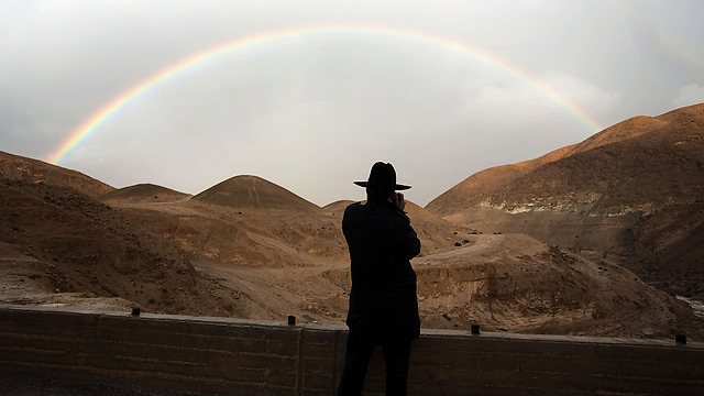 Rain, flooding in Negev lead to rainbow (Photo: AFP)