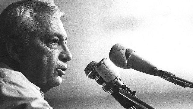 Sharon addresses Likud. 1986 (Photo: Shalom Bar Tal)